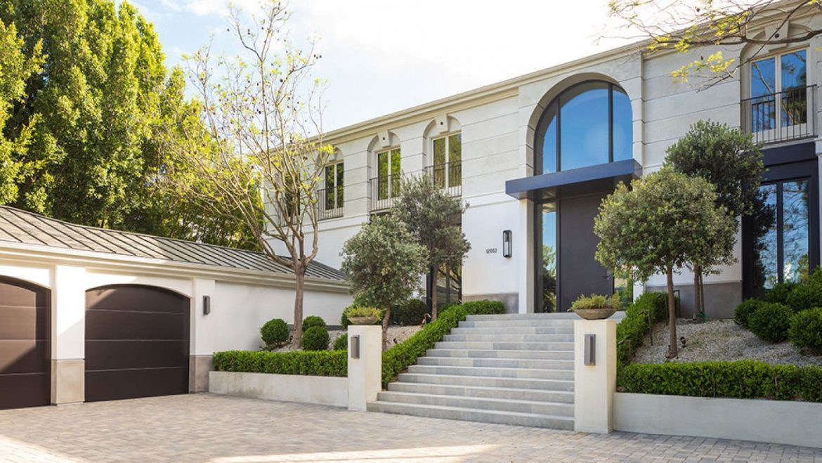 Dwelling Excursions: This $12.Four Million Beverly Hills Mansion Is a Francophile's Dream