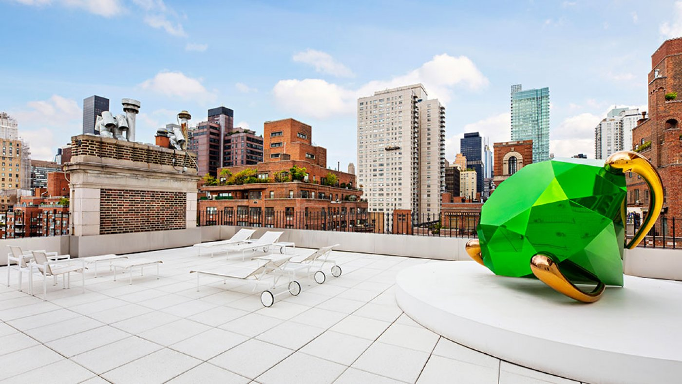 Home of the Week: Vogue Vogue designer Lisa Perry's $Forty five Million Huge apple Penthouse Is Like a Pop-Art Museum
