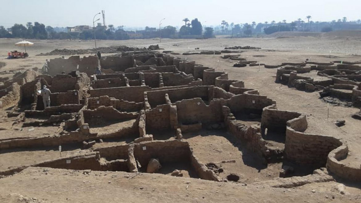 This 3,000-twelve months-Dilapidated Egyptian Metropolis Simply Became the Most Valuable Archeological Discovery Since King Tut's Tomb