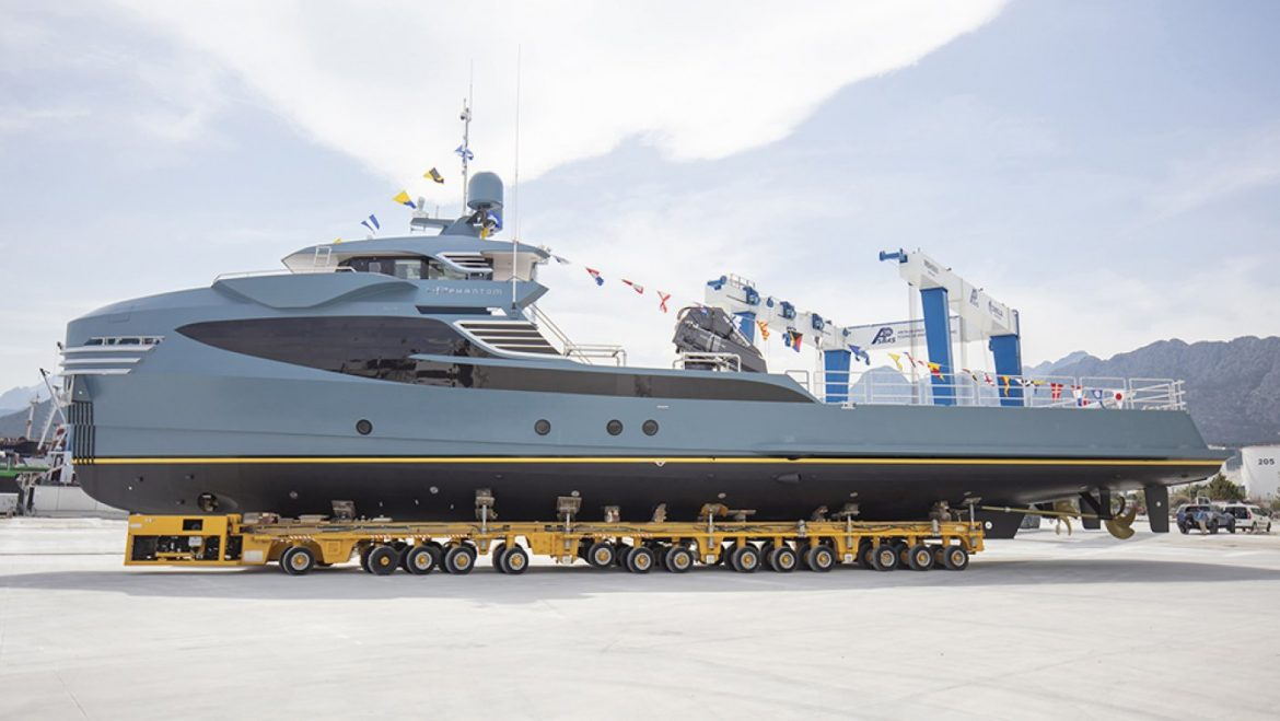 This Swish 118-Foot Toughen Vessel Has 30-Foot Crane Able to Lifting 6-Ton Toys