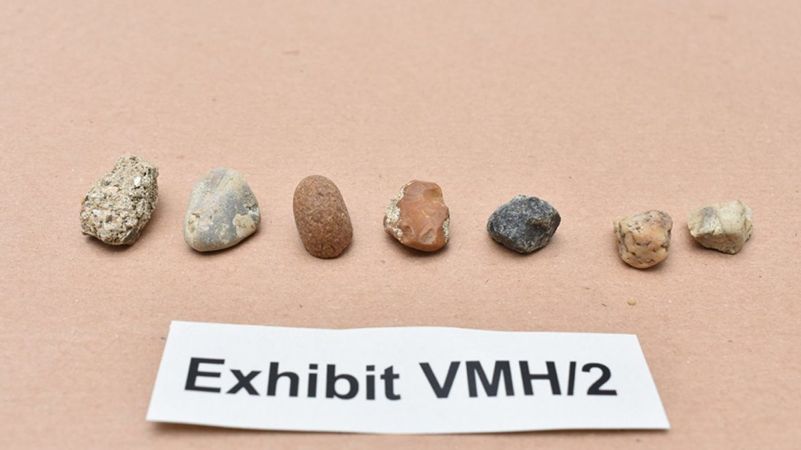 A Jewel Thief Stole $5.eight Million in Diamonds Utilizing a Worthless Get of Pebbles