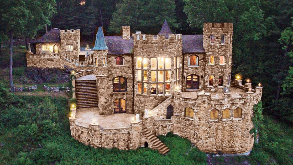 This Airbnb 'Castle' Lets You Live Savor a Royal in Upstate New York