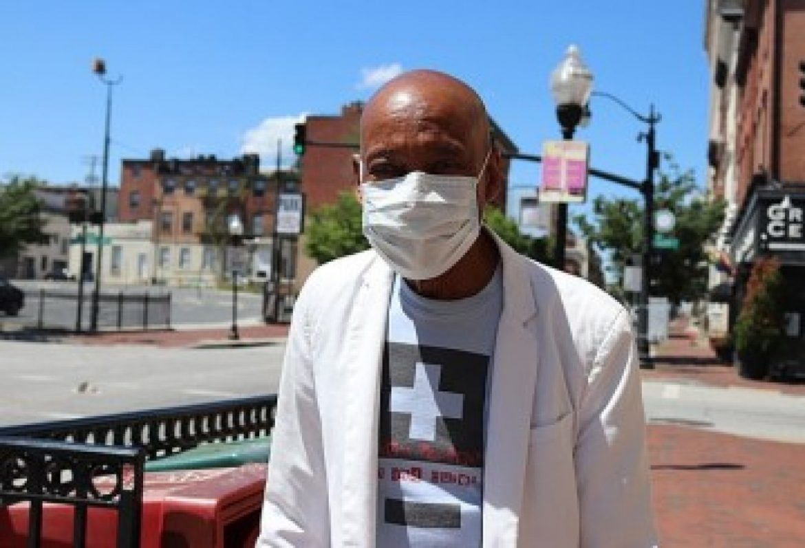 Majority of unvaccinated American citizens are concerned ample about COVID-19 to place on masks